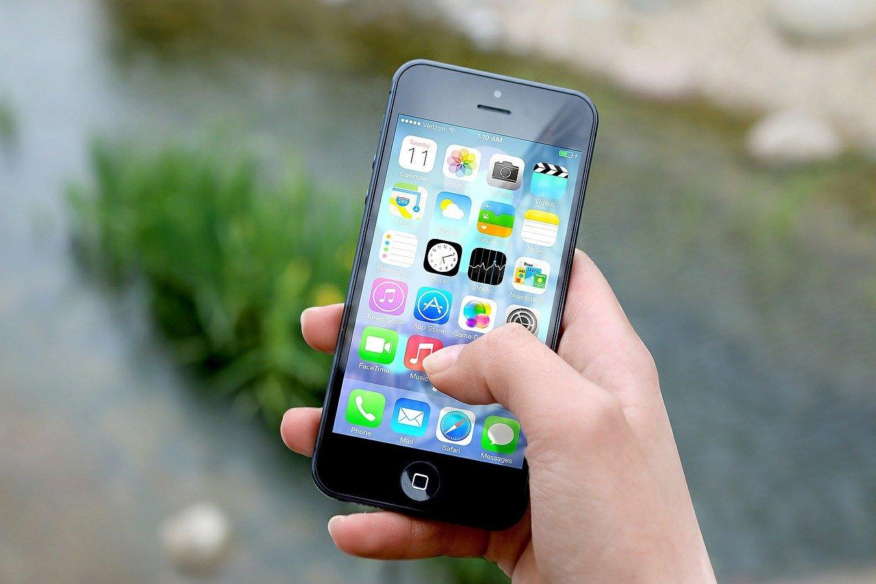 Social Media Cell Phones